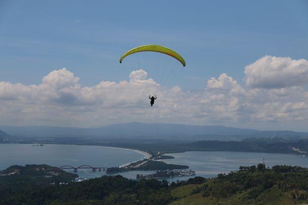 Lomba Paralayang PON Papua 2021 Dimulai